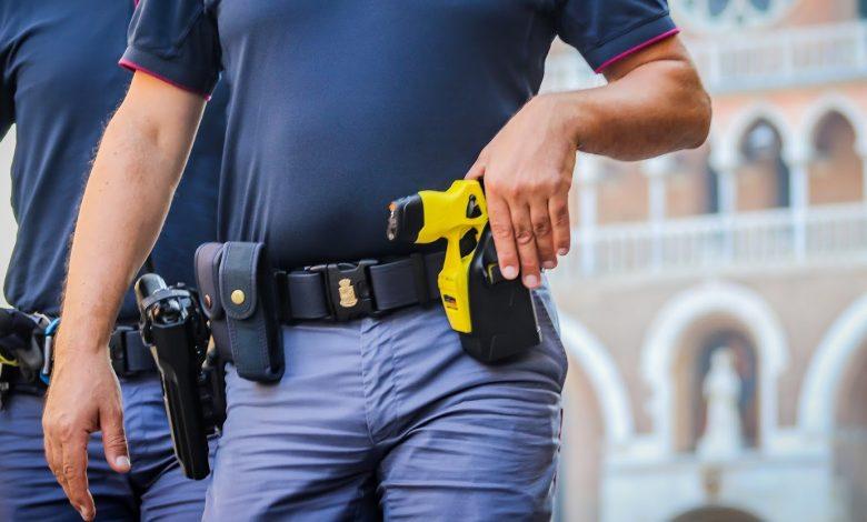 Photo of Promosso il taser, la pistola elettrica entra nelle dotazioni delle forze di Polizia