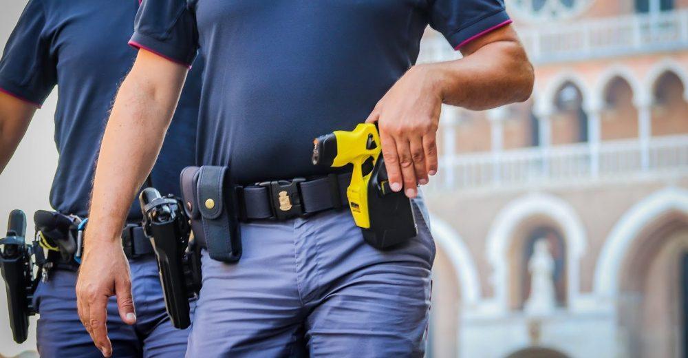 Promosso il taser, la pistola elettrica entra nelle dotazioni delle forze di Polizia