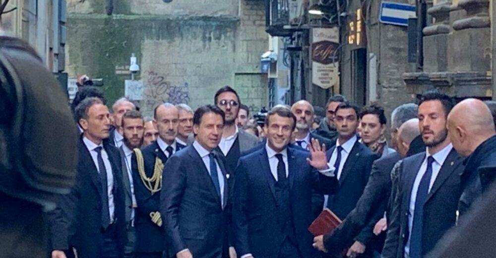 """Conte e Macron firmano il """"Patto di Napoli"""" su difesa, migranti e mobilità"""