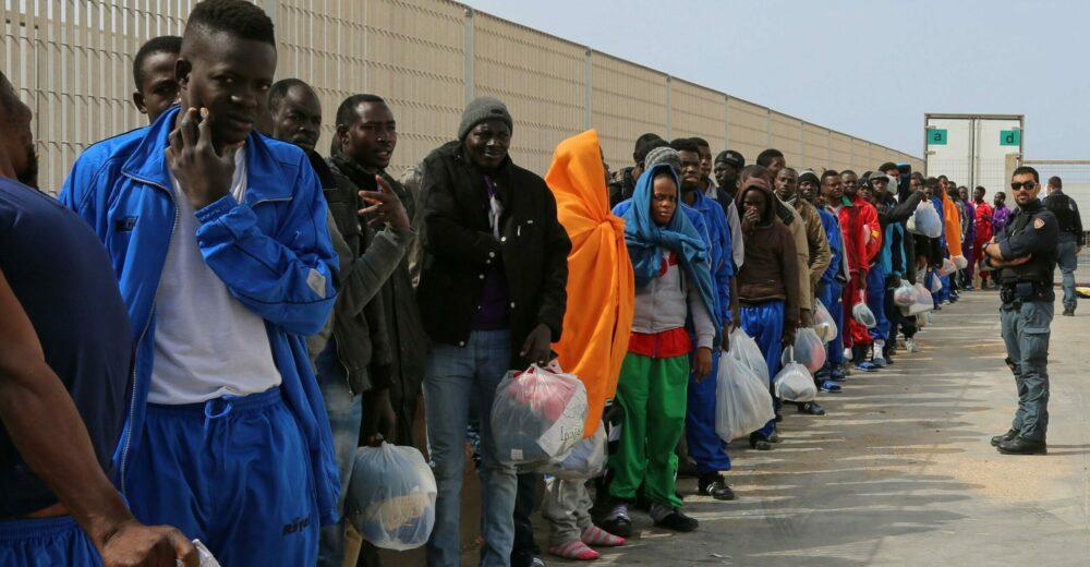 Il Viminale autorizza l'aumento dei rimborsi per i migranti accolti