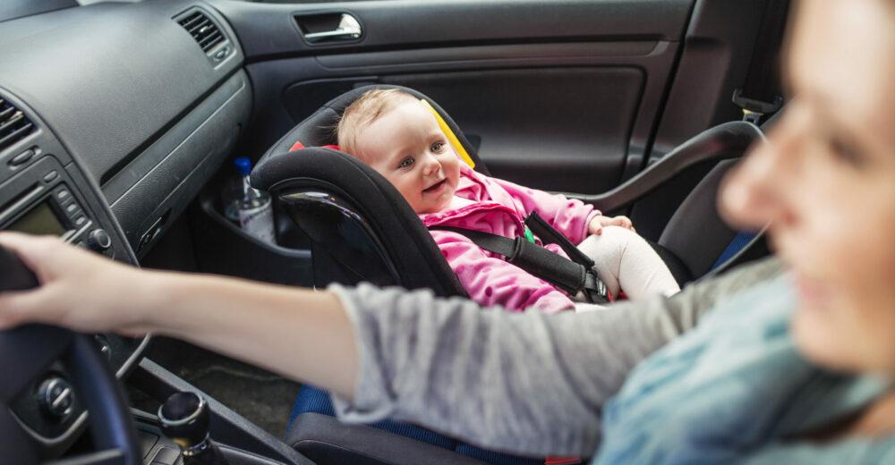 Seggiolini auto, norme e suggerimenti per i bambini a bordo