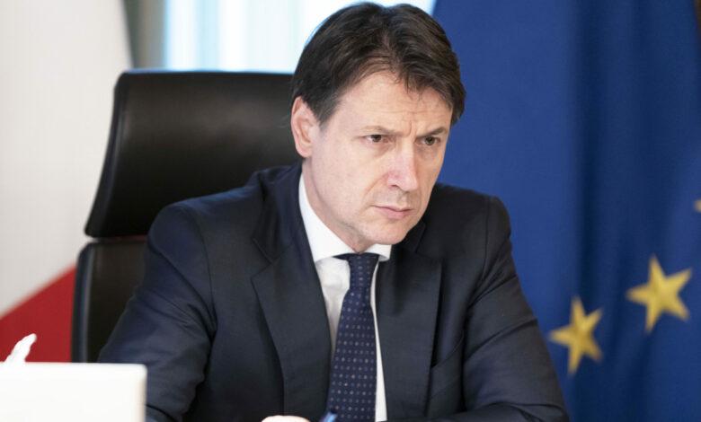 Photo of Coronavirus, Conte presenta il nuovo decreto: «Multe fino a 3mila euro per trasgressori»