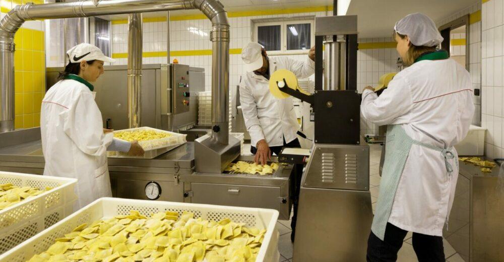 """Che cos'è il """"golden power"""", la norma per difendere le aziende italiane dalle scalate straniere"""