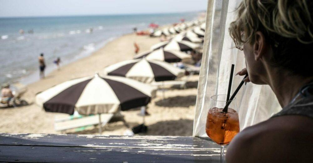 Decreto aprile, allo studio del governo un bonus per le vacanze in Italia