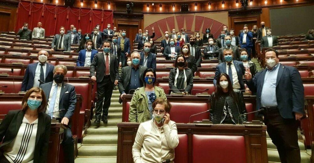 La Lega occupa il Parlamento: «Agli italiani servono risposte»