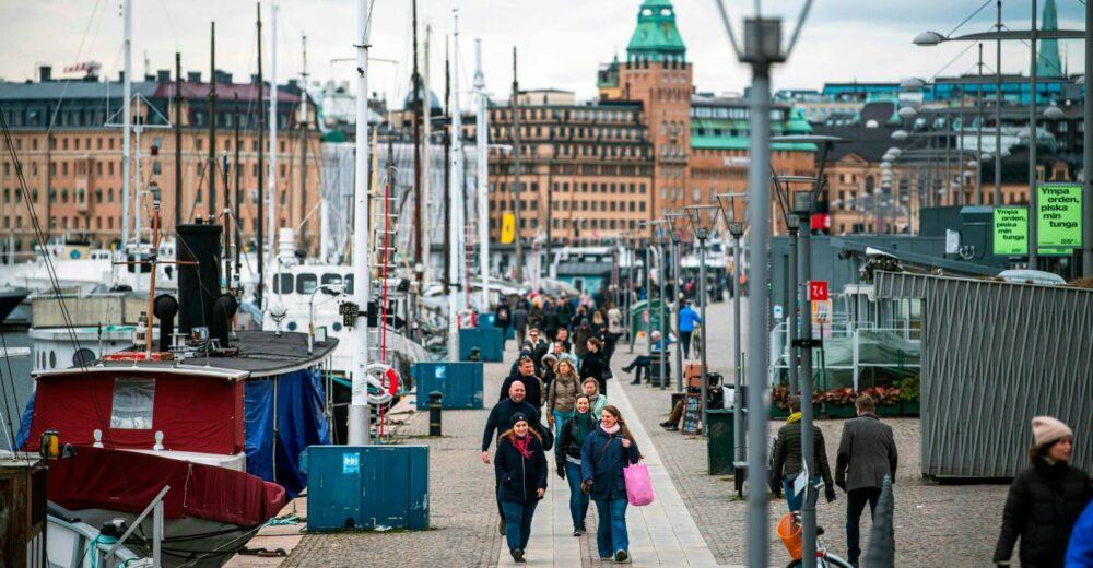 La svolta della Svezia: «Basta tutto aperto, prepariamoci a migliaia di morti»