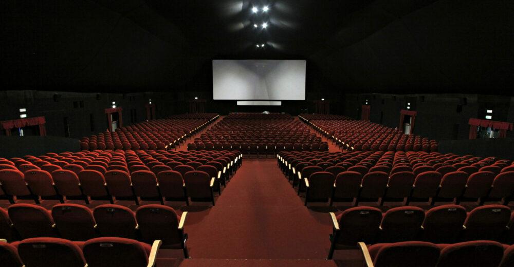 Tutte le incertezze dietro la riapertura di cinema e teatri