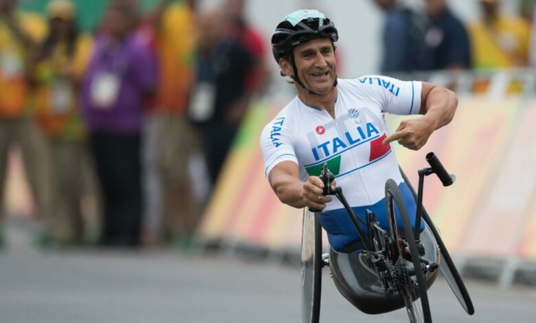 Photo of Alex Zanardi tra la vita e la morte, incidente durante una gara di handbike