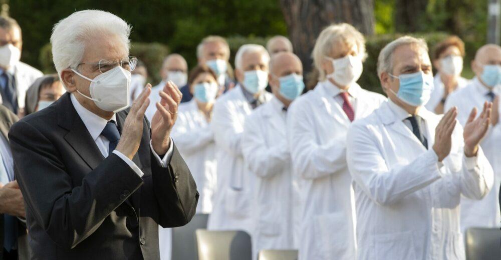 Mattarella nomina 57 nuovi Cavalieri della Repubblica che hanno combattuto il coronavirus