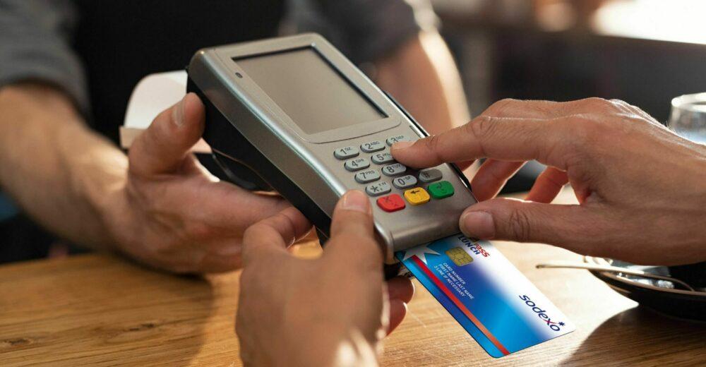 Pagamenti con Pos, dal primo luglio credito d'imposta anche per i professionisti