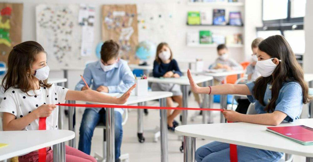 Scuola, si inizia il 14 settembre: tamponi e distanza di un metro