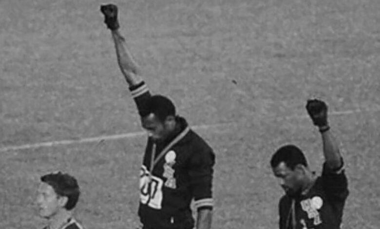 Photo of Smith e Carlos a Messico 1968, quel pugno alzato contro il razzismo
