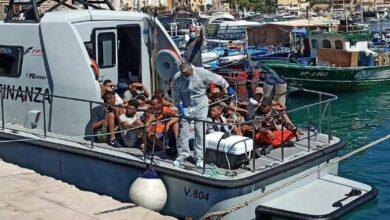 Photo of È di nuovo emergenza migranti, Lamorgese: «Dobbiamo fermare i flussi dalla Tunisia»