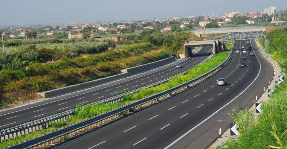 Autostrade, il piano da 3,4 miliardi per evitare la revoca della concessione
