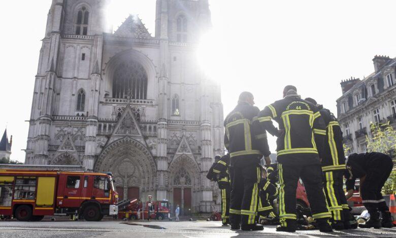 Photo of Brucia la cattedrale gotica di Nantes: si indaga per dolo