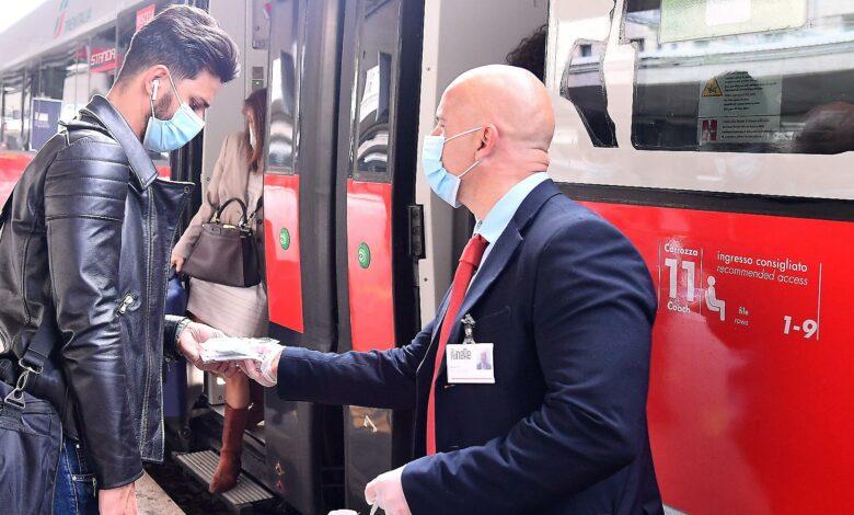 Photo of Coronavirus, stop al distanziamento sui treni: le Frecce e Italo tornano al 100% di capienza