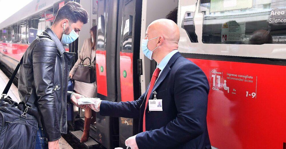 Coronavirus, stop al distanziamento sui treni: le Frecce e Italo tornano al 100% di capienza