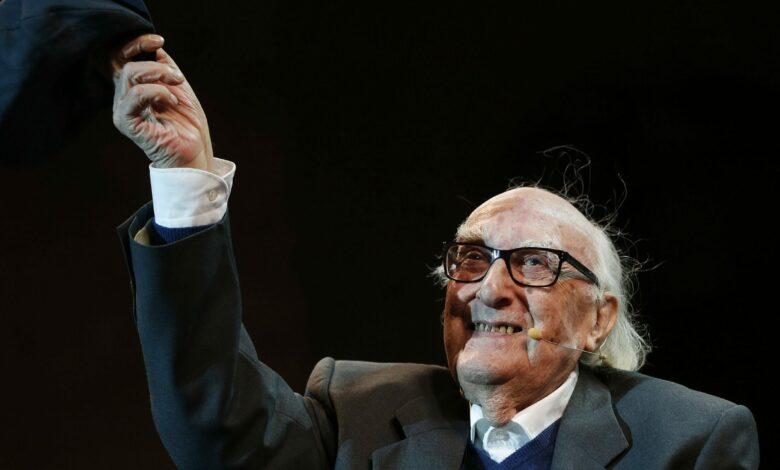 Photo of Un anno senza Camilleri: ecco perché lo scrittore siciliano continua a piacere