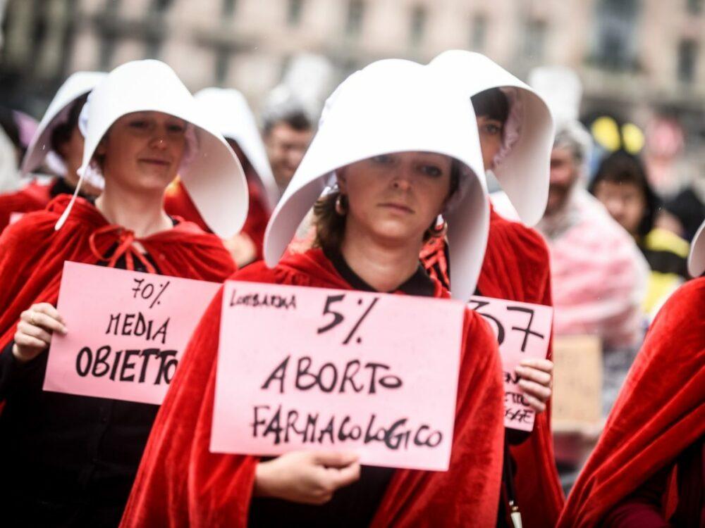 «Aborto farmacologico senza ricovero»: ecco cosa cambia in Italia