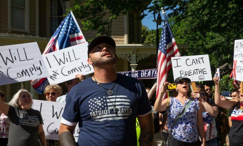 """Photo of Chi sono i """"Patriot Prayer"""", gli estremisti di destra che sostengono Trump"""