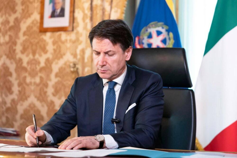 Coronavirus, avviso di garanzia a Conte e 6 ministri per gestione dell'emergenza