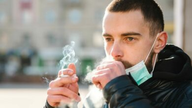 Photo of Coronavirus, la Spagna vieta il fumo all'aperto. Ma è davvero pericoloso?
