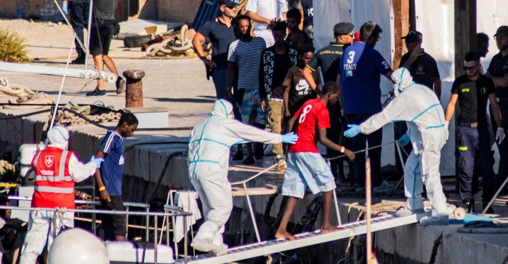 «Più rimpatri e niente regolarizzazioni»: il piano di Lamorgese per fermare gli sbarchi
