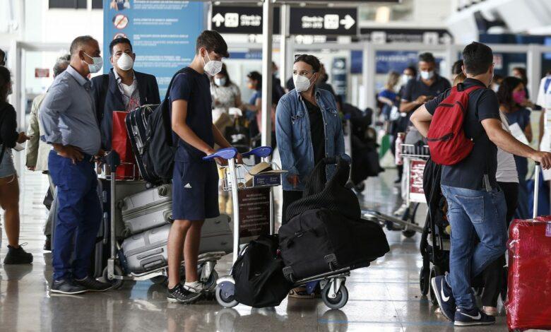 Photo of Tamponi e quarantena per chi rientra dall'estero: la stretta delle regioni