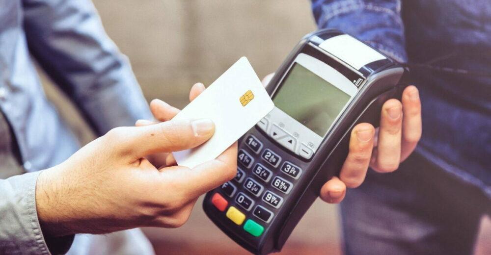 Bonus pagamenti elettronici, da dicembre fino a 300 euro per chi paga con carta o bancomat