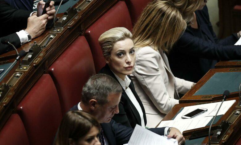 Photo of Chi è Marta Fascina, la fidanzata di Berlusconi anche lei positiva al Covid