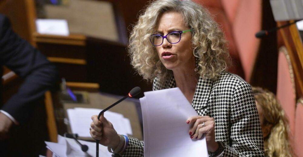 Chi è Monica Cirinnà, paladina delle unioni civili autocandidata a sindaca di Roma