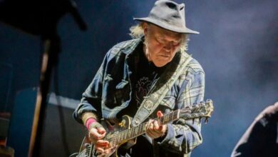 Photo of Neil Young torna sulle barricate: «Mandiamo a casa Donald Trump»
