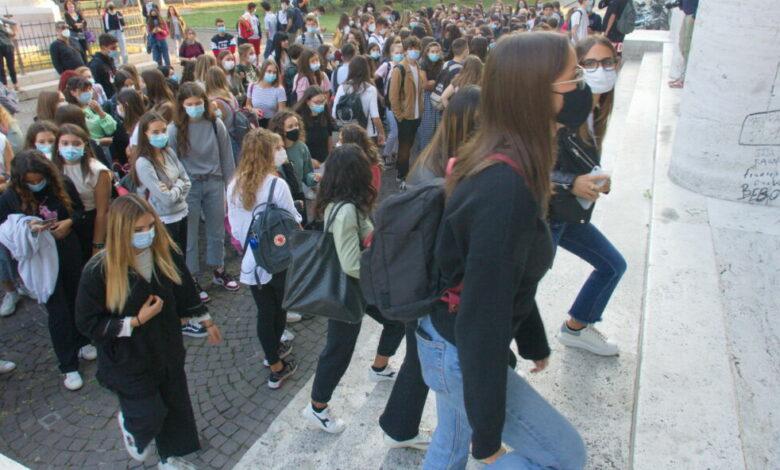 Photo of Scuola: 400 colpite da coronavirus, 75 chiuse