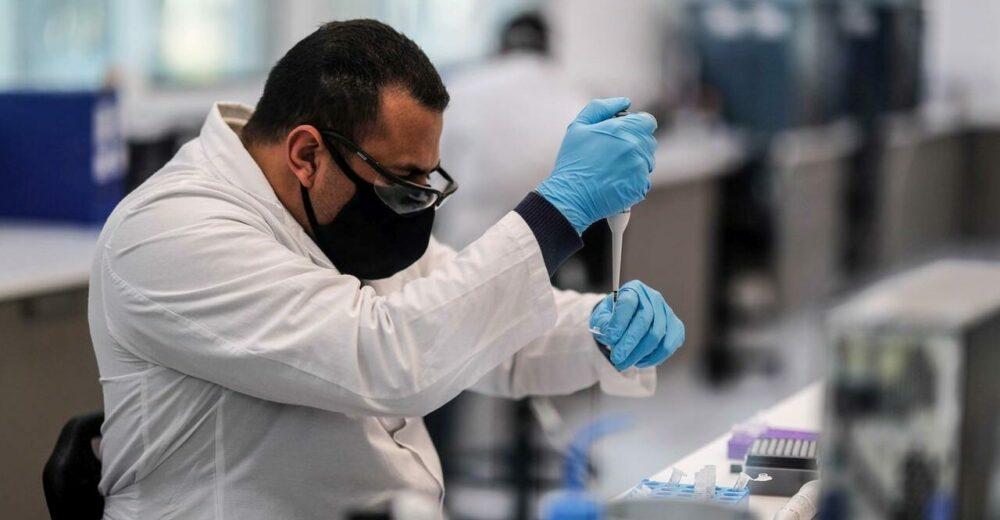 """Coronavirus, cos'è la """"rolling review"""" decisa dall'Ema per il vaccino di Oxford?"""