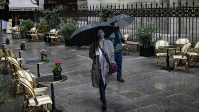 Photo of La stretta di Parigi: chiusi i bar, limiti a palestre e piscine