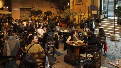 Photo of Le nuove regole del Dpcm: stop a gite scolastiche e feste nei locali. Cene a casa solo con 6 persone