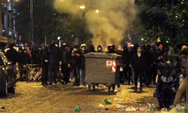 Photo of Le proteste contro il coprifuoco a Napoli