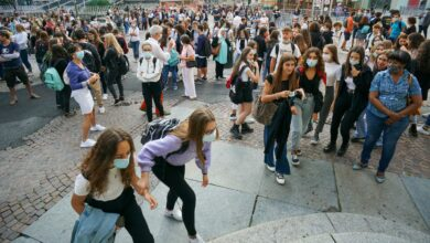 Photo of Scuola, cosa cambia: ingresso posticipato, turni pomeridiani e più didattica a distanza alle superiori