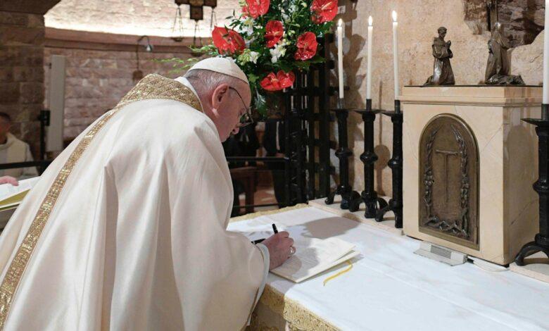 """Photo of """"Fratelli tutti"""",  il papa scommette sul cambiamento sulle orme di San Francesco"""