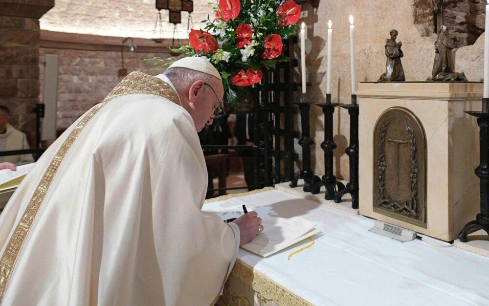 """""""Fratelli tutti"""", il papa scommette sul cambiamento sulle orme di San Francesco"""