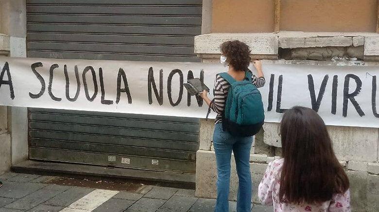 Photo of La rivolta della scuola contro l'ordinanza De Luca: «Chiudere è una sconfitta»