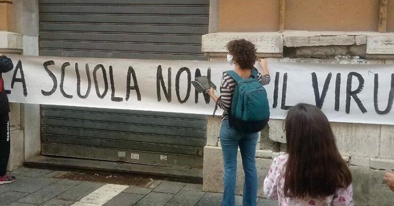 La rivolta della scuola contro l'ordinanza De Luca: «Chiudere è una sconfitta»