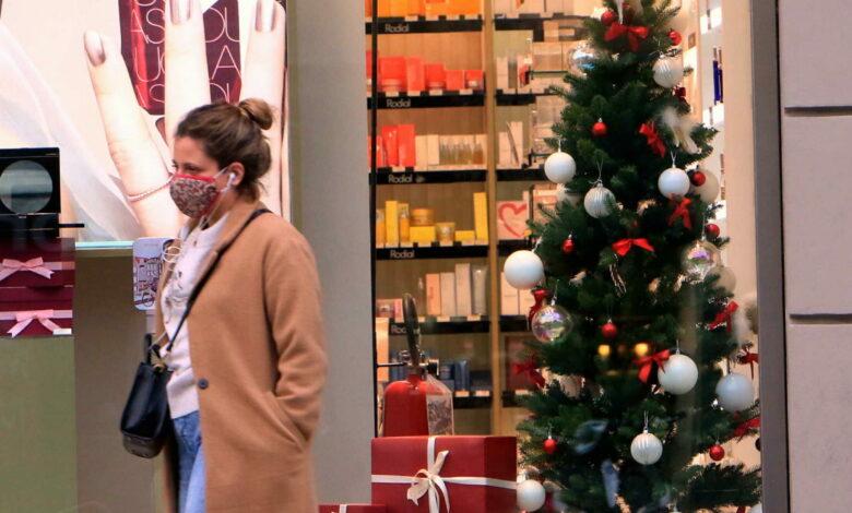 Photo of Coronavirus, governo e regioni trattano sul Natale: verso riapertura di negozi e ristoranti