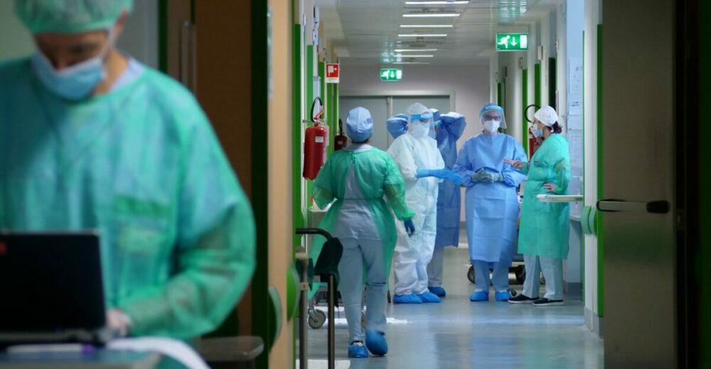Dai Covid hotel alle cure in casa: il piano per ridurre la pressione sugli ospedali