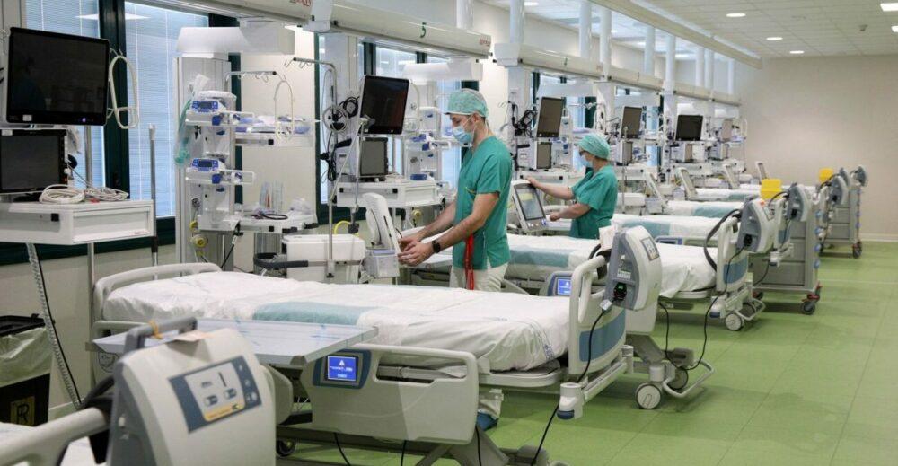 Covid-19, terapie intensive: raggiunta la soglia nazionale di allerta