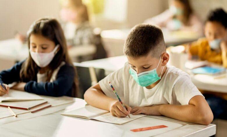 Photo of Mascherina a scuola, quando si può abbassare e ogni quanto va cambiata?